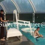 Kity entrando con grua a la piscina del spa